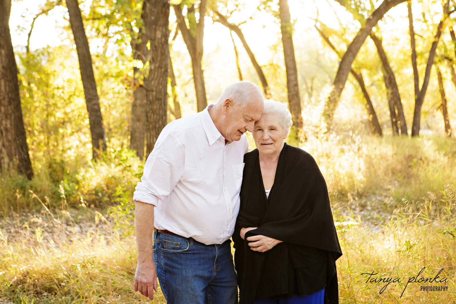 sweet photo of older couple cuddling in Indian Battle Park during golden hour