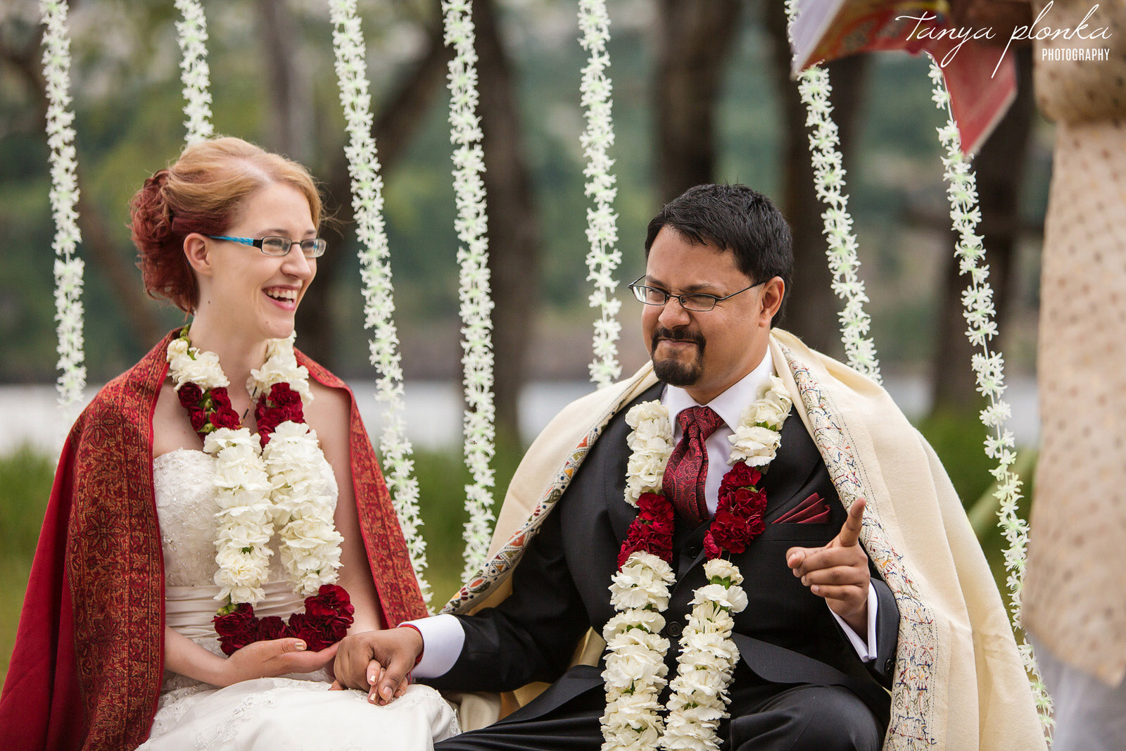 funny moment in Indian wedding ceremony at Bayshore Inn in Waterton